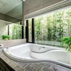 LIXIL/リクシル/浴室/浴室リフォーム/浴室・風呂/バスルームリフォーム/... ♪バスルームの施工事例♪⠀ 大きな窓の外…