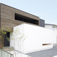 LIXIL/リクシル/外観/家の外観/外観デザイン/外観リフォーム/... ♪外観の施工事例♪⠀ 1階の白い箱の内側…