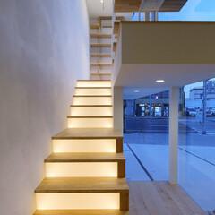LIXIL/リクシル/階段/階段リフォーム/階段照明/照明デザイン/... ♪階段の施工事例♪⠀ 2階の住居部分につ…