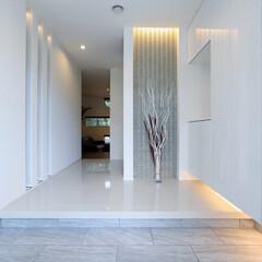 LIXIL/リクシル/玄関/タイル/室内タイル/床タイル/... ♪玄関の施工事例♪⠀ 白で統一された玄関…