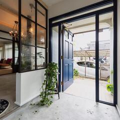 LIXIL/リクシル/玄関ドア/玄関スペース/玄関ホール/玄関インテリア/... ♪玄関の施工事例♪⠀ 玄関ドアの横のガラ…