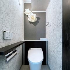 LIXIL/リクシル/INAX/イナックス/リフォレ/トイレ収納/... ♪トイレの施工事例♪ 正面の壁の大きな花…