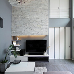 LIXIL/リクシル/室内ドア/室内タイル/タイル張り/内装リフォーム/... ♪リビングの施工事例♪⠀ 高い天井で開放…