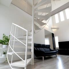 LIXIL/リクシル/Dフロア/フローリング/螺旋階段/螺旋階段のある家/... ♪階段の施工事例♪⠀ 吹き抜けと螺旋階段…