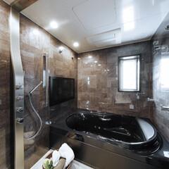 LIXIL/リクシル/お風呂/お風呂リフォーム/浴室/浴室リフォーム/... ♪バスルームの施工事例♪⠀ 黒の浴槽とダ…(1枚目)