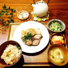 藍花 Aika 南部鉄器 日の丸 鉄急須 600cc 白 茶漉し付き(急須)を使ったクチコミ「晩御飯です。 ぶり大根、炊き込みご飯、小…」