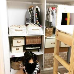 洋服収納/雛人形の収納/おもちゃ収納/子供部屋/インテリア/DIY/... 写真右側のリメイクシート。 こちらはセリ…