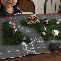 おもちゃ/羊毛フェルト/手作り/おうち/ハンドメイド/DIY/... 当時2歳の息子へ紙袋で作った道路マット。…