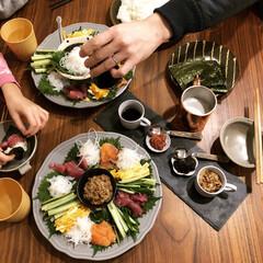 おうちご飯/晩御飯/手巻き寿司/器/わたしのごはん/おうちごはんクラブ/... 昨日の晩御飯は手巻き寿司でした。 お安く…