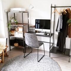 IKEA 木製ハンガー 服 コートに ホワイトブーメラン | イケア(物干しハンガー、ピンチ)を使ったクチコミ「こんばんは🌙 コート置き場はデスク横のこ…」