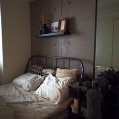 コンクリート壁紙/マンション/ベッドルーム/寝室/雑貨/住まい/... 寝室もベッドや家具の配置替えしました🍀 …