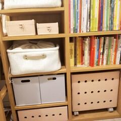 絵本棚/こどものいる暮らし/子供部屋/本棚/インテリア/DIY/... 余ってたミルクペイントを使って、木箱をス…