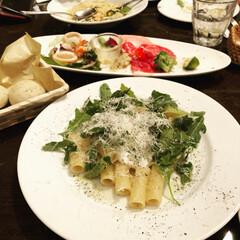 晩御飯/お出掛け/イタリアン/パン/ディナー/レストラン/... 子供達は祖父母の家に遊びに行ったので、私…