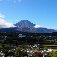 富士山/河口湖/山中湖/景色/旅行/ホテルの部屋から/... 河口湖と山中湖の間からのぞむ富士山!晴れ…