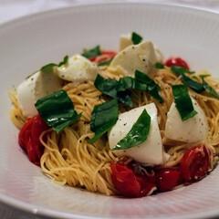 おうち/おうちごはん/パスタ/トマトのパスタ/モッツアレラ/イタリアン/... 週末は夫婦一緒にご飯を食べることができる…