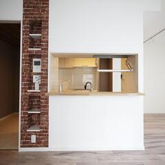 アクセントウォール/棚板収納/造作インテリア アクセントウォールで棚板収納を造作しまし…