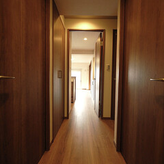 廊下/段差/フローリング 段差がなくなった廊下もウッディモダンで。