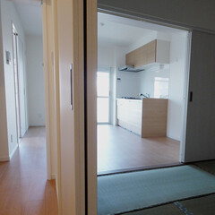 和室/引き戸/二面の扉 リビング側と廊下側に引き戸を設け、使える…