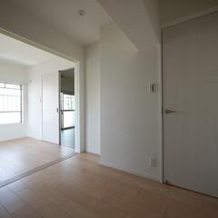 洋室/片開きと引き戸 洋室は片開きと引き戸の二つのタイプを採用。