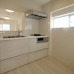 キッチン/対面式/カウンターキッチン/キッチン窓 壁付けだったキッチンは対面型に変更。キッ…