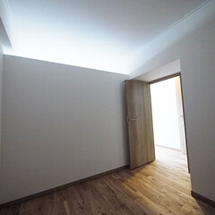 洋室/天井開口/プライベートルーム/自然採光 リビングの光を取り込めるようにしたプライ…