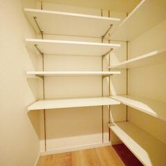 廊下収納/可動棚収納 廊下収納は便利な可動式棚にしました。