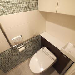 トイレ/石目調/フロアタイル 床を高級感ある石目調のタイルに貼り替えた…