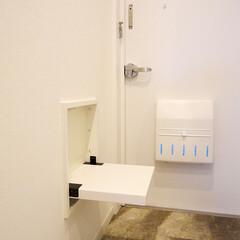収納ベンチ/玄関ベンチ 玄関には便利な収納型のベンチを設置。