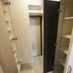 玄関収納/下足入/可動棚収納 玄関の両側には下足入と奥行たっぷりの収納…