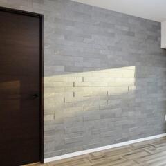 洋室/石目調/デザインクロス/壁 洋室の外壁も石目のクロスでモダンに