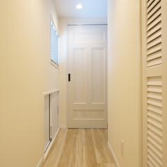 廊下/フレンチシック/白い廊下 白を基調とした、フレンチシックな雰囲気に。