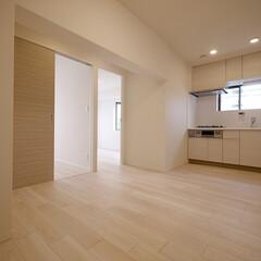 ダイニングキッチン/2DK ダイニングキッチンは部屋の真ん中に位置し…
