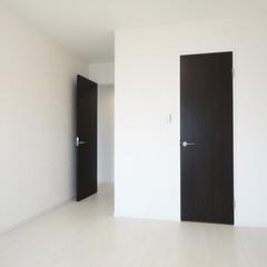モノトーンの部屋/洋室リフォーム モノトーンのモダンな内装に。(1枚目)