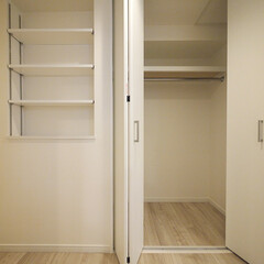 廊下/クローゼット/可動棚/収納 可動棚と奥行きたっぷりのクローゼットを廊…