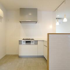 白タイル/キッチンカウンター/L型キッチン 白タイルのスタイリッシュなキッチンカウン…