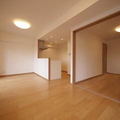 リビング/洋室/元和室/回遊性 廊下側とリビング側に入口のある、回遊性の…
