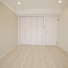 寝室/アクセントクロス/ナチュラルテイスト ナチュラル感たっぷりの部屋は、ライトグレ…