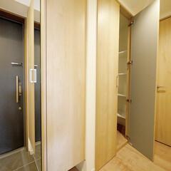 玄関/シューズクローク/廊下収納 玄関にはシューズクローク、廊下には奥行き…