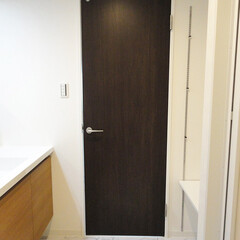 洗面室/フロアタイル/大理石調の床 トイレと同じ大理石調のフロアタイルに。