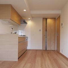 家事動線/キッチン/洗濯機置き場 キッチンの向かいには扉付きの洗濯機置き場…