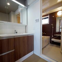 洗面室/チェリー色 水回りも建具のチェリー色に合わせてコーデ…