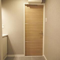 洗面室/グレーのタイル/グレーのクロス グレーのタイルとクロスのシックな洗面室