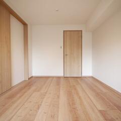 洋室/引き戸 リビング隣の洋室は引き戸を締め切れば個室…