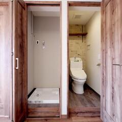 洗濯機置き場/トイレ/扉付き/リフォーム リビング内に作った扉付きの洗濯機置き場と…