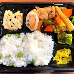 枝豆ごはん/おまんじゅう/野菜は体に良い/ダイエット/糖質たっぷり弁当/根菜/... 今日のおランチ様〜😋  枝豆ごはんがとっ…
