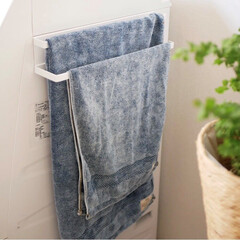 浴室・風呂/サニタリー/整理整頓/モノトーン/タオル/雑貨 隙間を活かしてスッキリ収納  毎日使うタ…(1枚目)