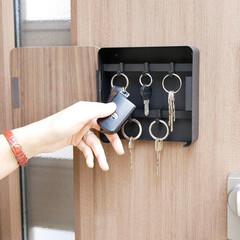収納アイデア/鍵置き場/キーフック/鍵かけ/整理整頓/マグネット収納/... 隠し収納で玄関をより美しく  マグネット…