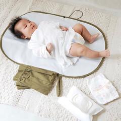 オムツ替えシート/オムツポーチ/おむつ替え/おむつポーチ/赤ちゃんのいる暮らし/赤ちゃんグッズ/... どこでも安心♡快適に  ママにも赤ちゃん…