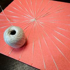 毛糸/マット/クッション/フロアマット/織物/編み物/... ウィービングでマット作成中。 直径20c…(1枚目)