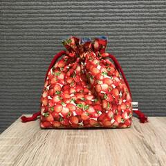春カラー/ミンネで販売中/ハンドメイド 苺柄の巾着  幼稚園保育園のお弁当袋にも…